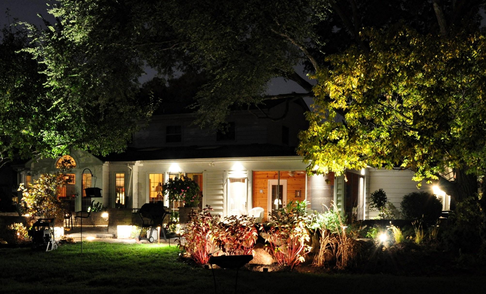 Pr d w ogrodzie roz wietli ziele noc archido - How to design landscape lighting plan ...